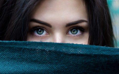 動画で情報発信をするときに大切な、「目線の高さ」について