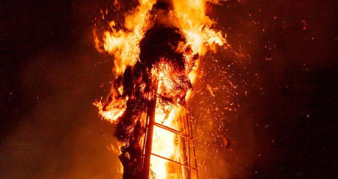 炎上する建造物のイメージ