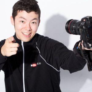 オンラインサロン紹介のため、自撮り動画を撮るイメージ