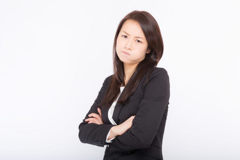 怒っている女性のイメージ