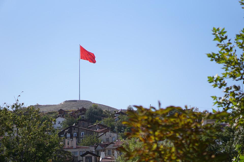 コンセプトの旗を立てているイメージ