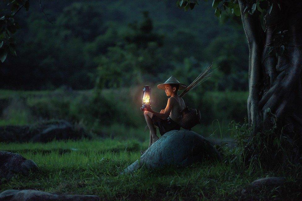 孤独の中の灯火のイメージ