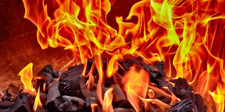 炭が燃えるイメージ