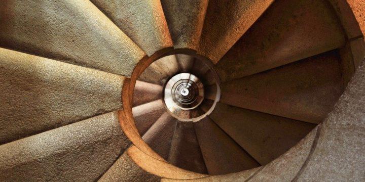 螺旋階段のイメージ