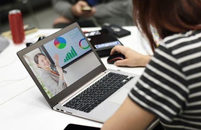事業をオンライン化したイメージ